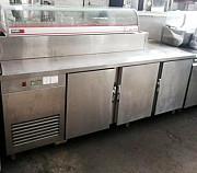 Стол холодильный б/у три двери с витриной для ингредиентов доставка из г.Киев